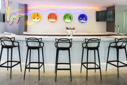 ibis Styles New York LaGuardia Airport_Metrocard lounge
