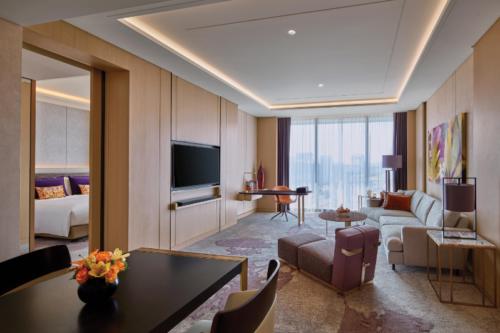 Sofitel Singapore City Centre - Luxury Room_Kawana Masano (4).jpg